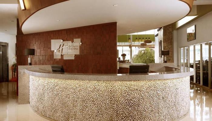 Holiday Inn Express Bali Raya Kuta Bali - Resepsionis