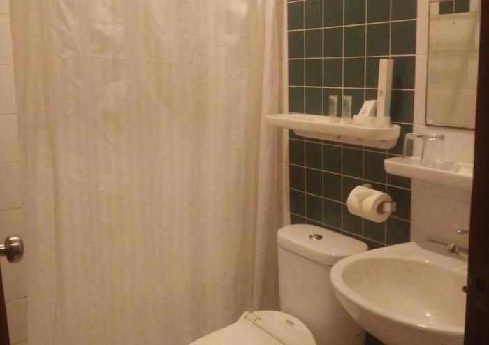 Hotel 61 Banda Aceh - bathroom