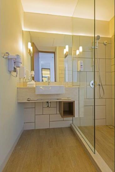 Holiday Inn Express Jakarta Pluit Citygate - Bathroom