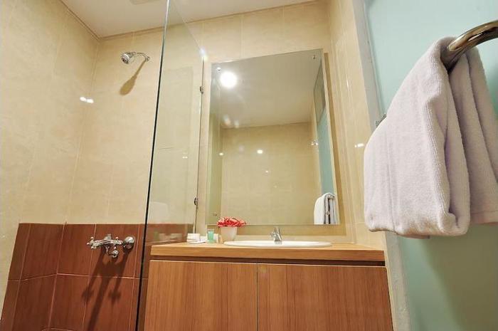 Tickle Hotel Yogyakarta - Bathroom