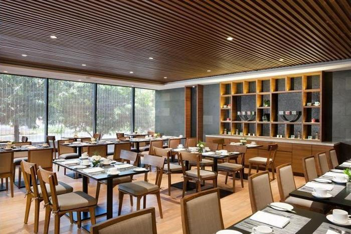 Four Points by Sheraton Jakarta Thamrin - Dining