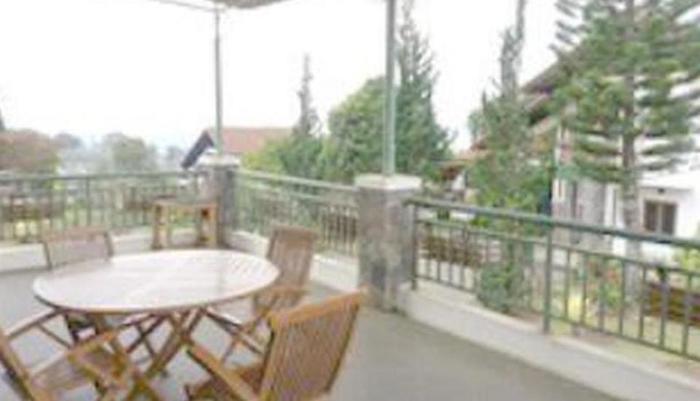 Villa Gerbera II Istana Bunga Lembang Bandung - balkon