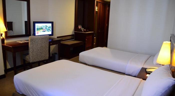 M Regency Makassar - Superior Twin