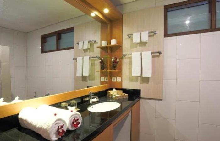 Hotel Ombak Paradise Lombok - Bathroom