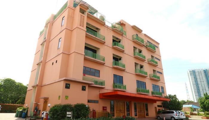 Hotel 678 Cawang - Building