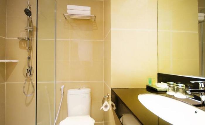 Ayola First Point Pekanbaru Pekanbaru - Kamar mandi
