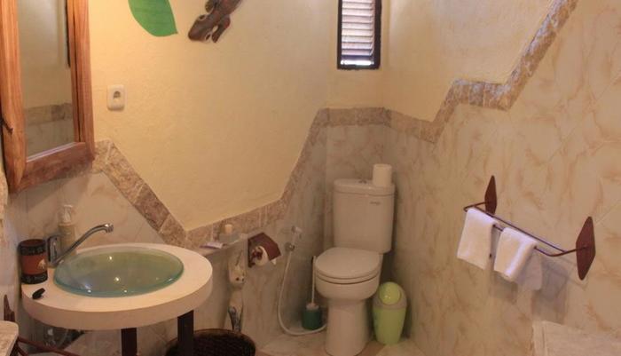 Hotel Uyah Amed - Kamar mandi