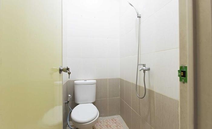 RedDoorz @Cempaka Putih Barat Jakarta - Kamar mandi