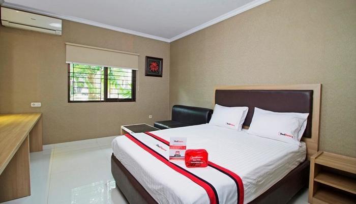 RedDoorz @ Taman Simpruk Cikarang Jakarta - Kamar tamu