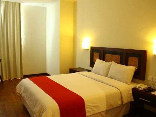 Lampion Hotel Solo - Deluxe 1 Bed besar