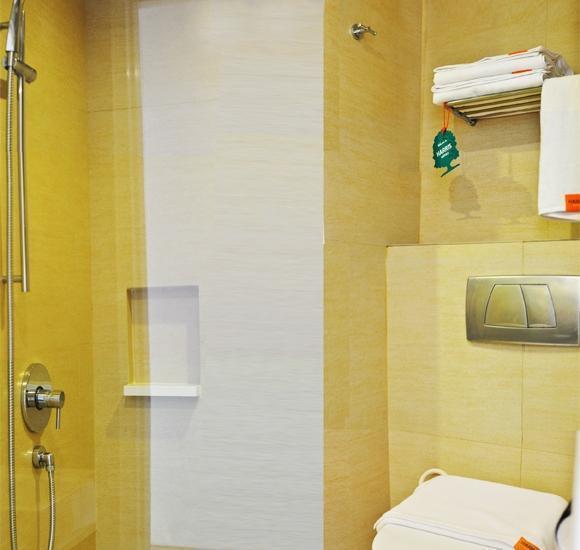 HARRIS Hotel Kuta Galleria Bali - Kamar mandi