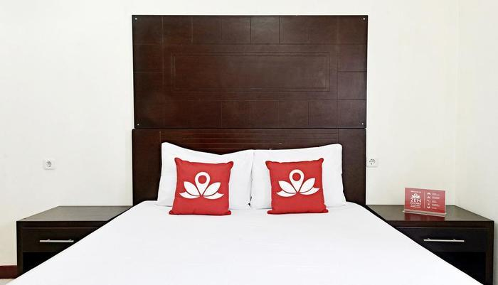 ZenRooms Kuningan Tiong Jakarta - Tampak tempat tidur double