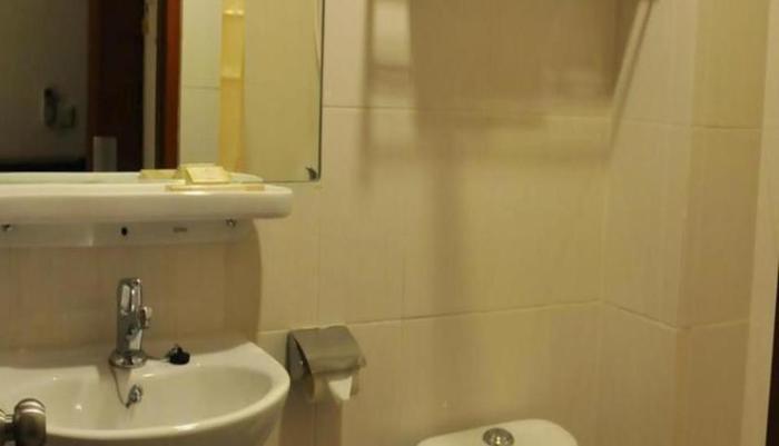 Losari Blok M2 Hotel Jakarta - Kamar mandi