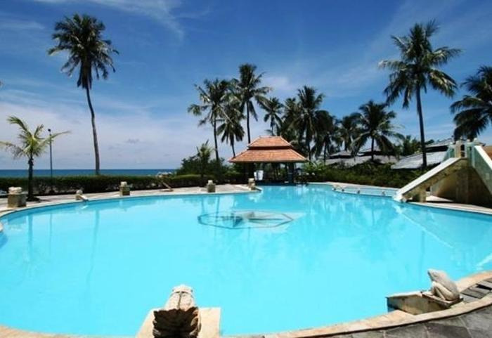 Parai Beach Resort and Spa Pangkalpinang - Kolam Renang