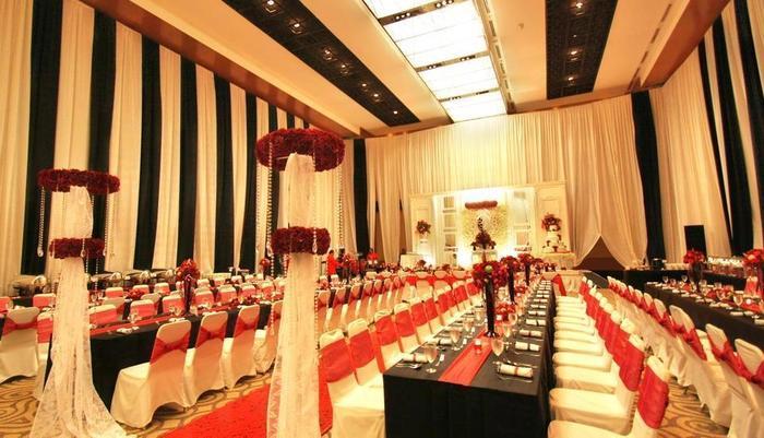 Aryaduta Medan - Dekorasi pernikahan di Grand Ballroom