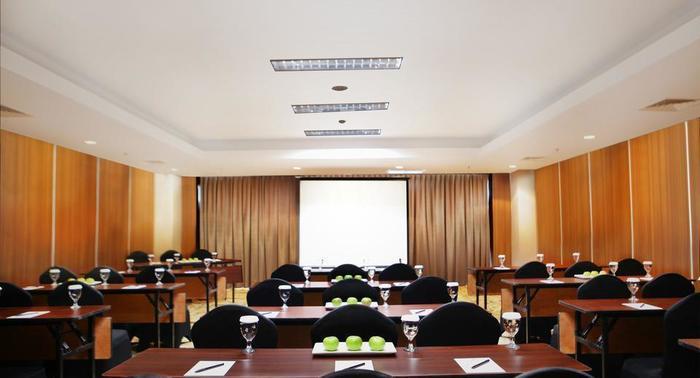 Grand Edge Hotel Semarang - Meeting Room
