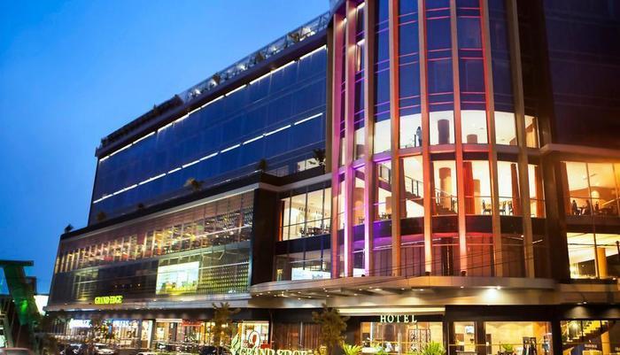 Grand Edge Hotel Semarang - Hotel Exterior