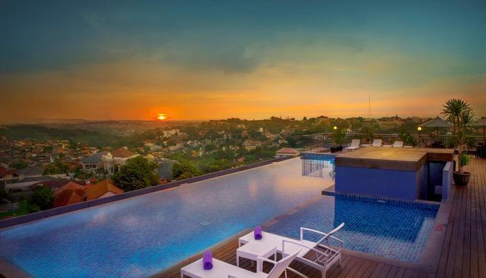 Grand Edge Hotel Semarang - Sky Pool