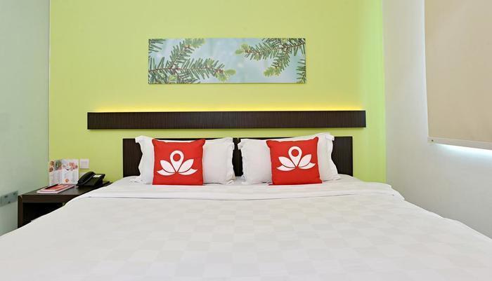 ZEN Premium Soepomo 100 Jakarta - Tampak tempat tidur double