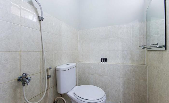 RedDoorz Apartment @ Pegangsaan Kelapa Gading - Kamar mandi