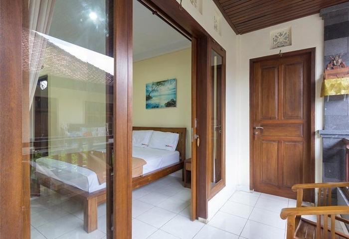 RedDoorz @Petitenget Street Bali - Guest room