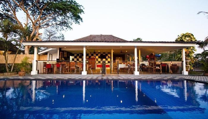 Martan Resort  Bali - Kolam dan restoran