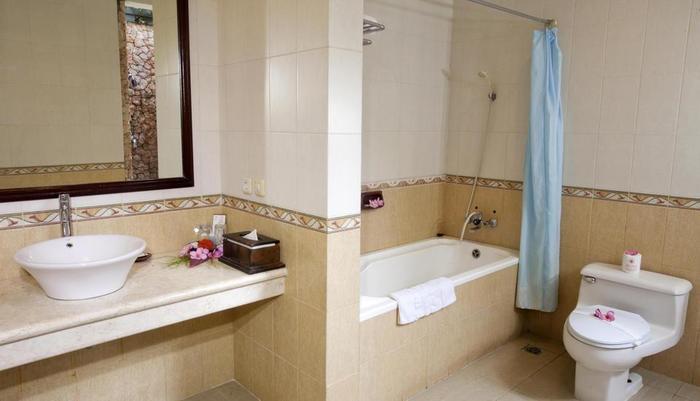 Hotel Puri Saron Senggigi - kamar mandi deluxe