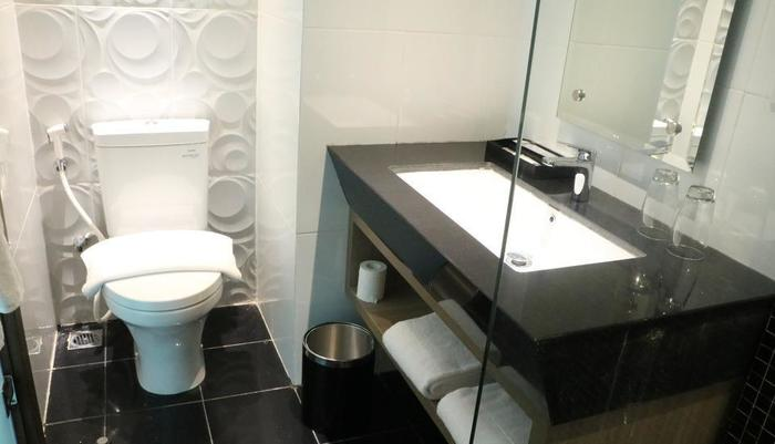 Luminor Hotel Pecenongan Jakarta - kamar mandi
