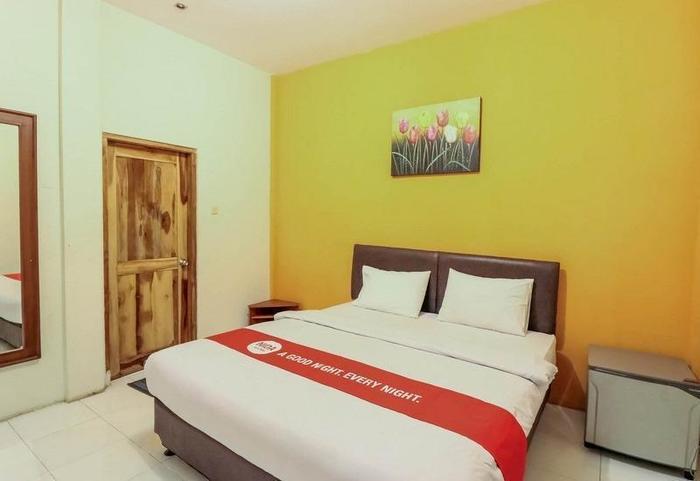 NIDA Rooms Jembatan Merah Depok Jogja - Kamar tamu