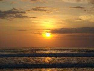 Astana Pengembak Sanur - Pantai