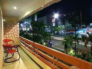 Hotel Hangtuah Padang - Lihat dari superior