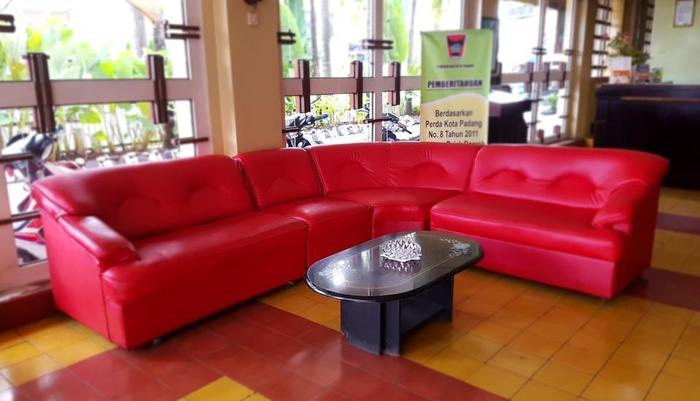 Hotel Hangtuah Padang - Sofa di Area Lobi