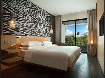 Renaissance Bali Uluwatu Resort & Spa Bali - Deluxe Room, 1 King Bed, Balcony, Garden View Regular Plan