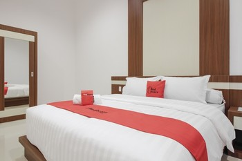 RedDoorz Plus @ Setiabudi Medan Medan - RedDoorz Room Regular Plan