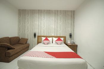 OYO 237 Arwiga Near RS Hasan Sadikin Bandung - Deluxe Double Room Regular Plan