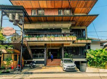 Triple Seven Hotel