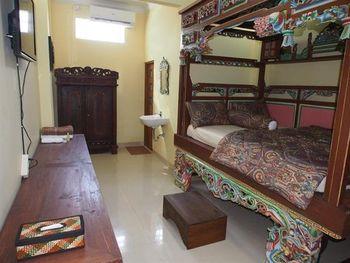 Jowo Kluthuk Heritage Yogyakarta - Sadewa Room Regular Plan