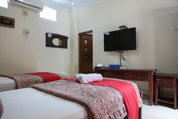 Jowo Kluthuk Heritage Yogyakarta - Nakula Room Regular Plan