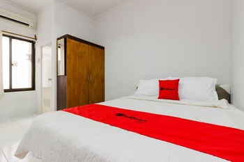 RedDoorz Syariah near Pondok Indah Mall 3 Jakarta - RedDoorz Room with Breakfast Basic Deal