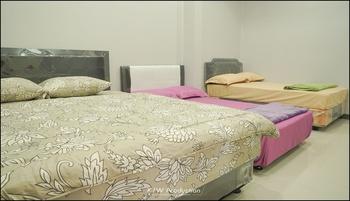 M Stay Guest House Yogyakarta - Kamar Keluarga Kamar Mandi Bersama 3 Bed Regular Plan
