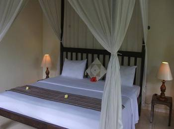 Coco Alami Guesthouse Bali - Deluxe Room With Breakfast Regular Plan