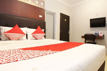 OYO 1157 ANT Home Pangkalpinang - Deluxe Double Room Regular Plan