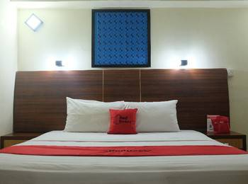 RedDoorz Plus near Senen Jakarta - RedDoorz Room Last Minute Deal