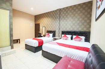 OYO 519 Coin Mulia Hotel Serdang Bedagai - Suite Triple Room Regular Plan