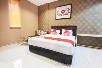 OYO 519 Coin Mulia Hotel Serdang Bedagai -  Deluxe Double Room Regular Plan