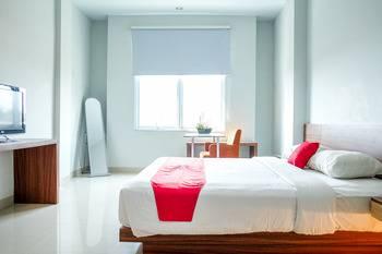 RedDoorz Plus near Pekanbaru Mall Pekanbaru - RedDoorz Room 24 Hours Deal