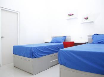 Linn's Guest House Malang - Linns standar double / twin AC TV water heater 24 hours deal