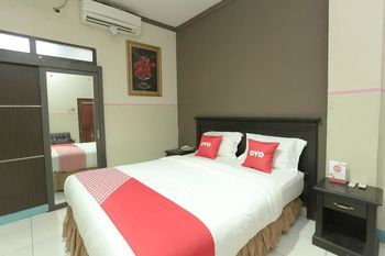 OYO 2057 Hotel Kharisma Banjarmasin - Deluxe Double Room Regular Plan