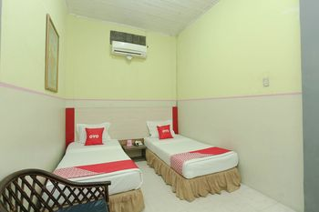 OYO 2057 Hotel Kharisma Banjarmasin - Deluxe Twin Room Regular Plan