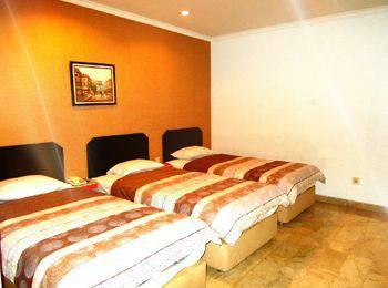 Hotel Alpine Jakarta - Family Room Regular Plan